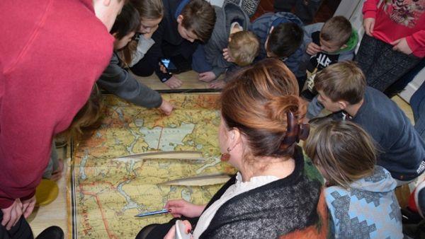 Młodzież Zespołu Szkół w Dąbrówce z wizytą w Muzeum